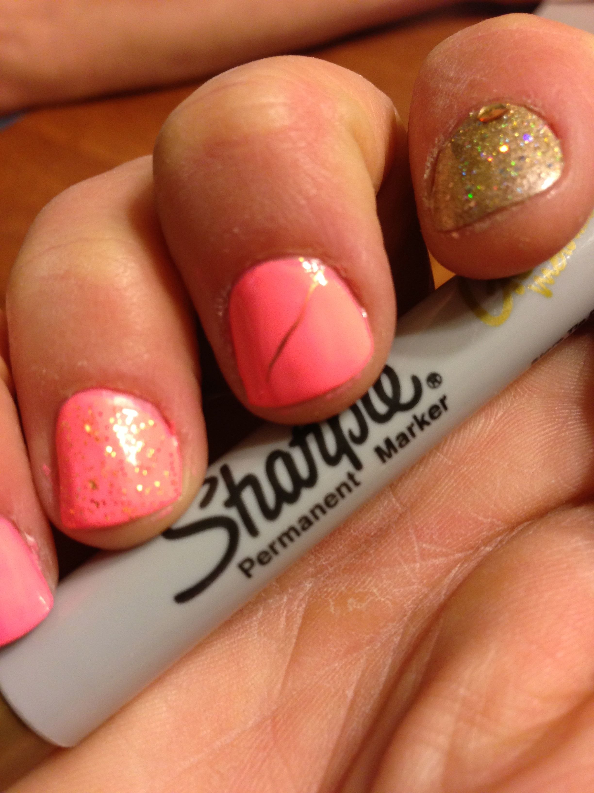 Drawing Lines On Nails : How to do feather nail art with a metallic sharpie chic